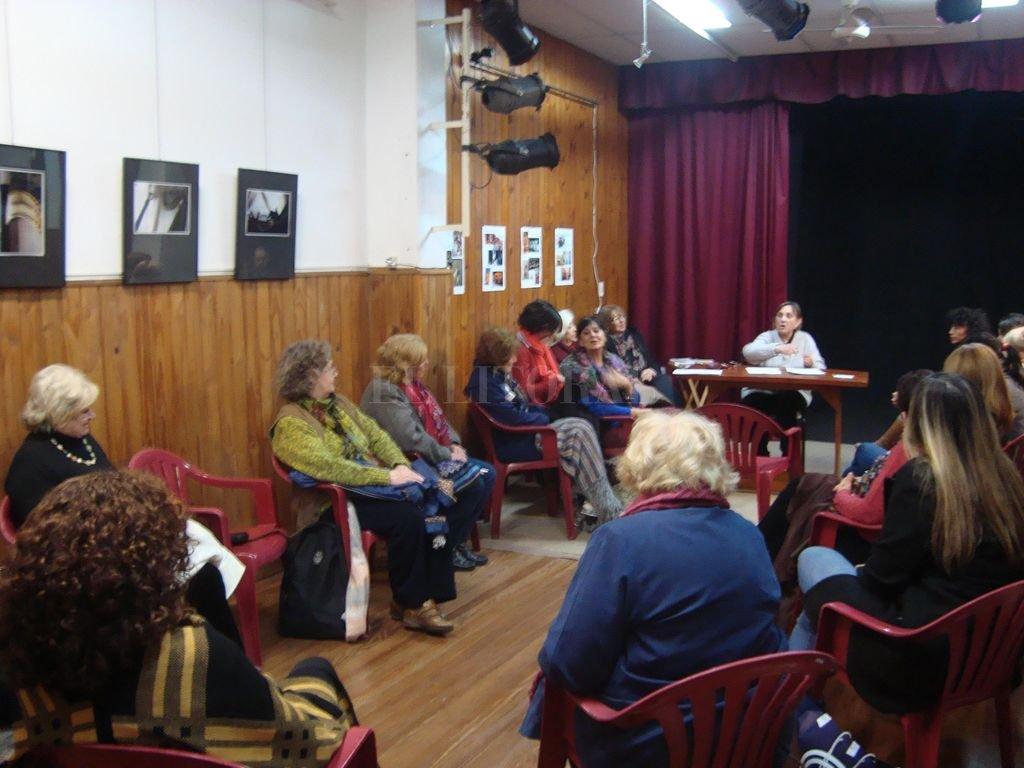 El taller de lectura para jóvenes y adultos que coordina María Cristina Pepe cumplió 20 años. Se desarrolla los viernes, a las 18.30.  <strong>Foto:</strong> Gentileza El Retablo