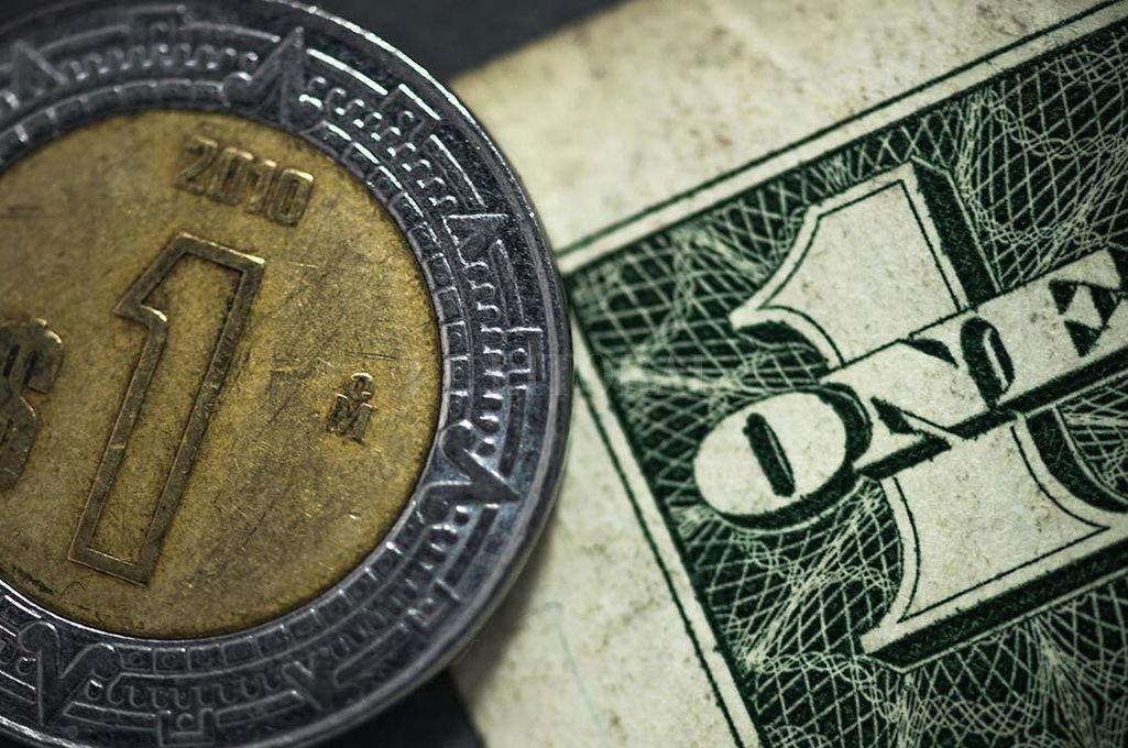 Dólar: el minorista cayó 20 centavos y el mayorista perforó el piso de banda