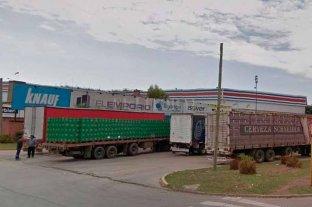 Piratas del asfalto vaciaron  camión cargado con cerveza