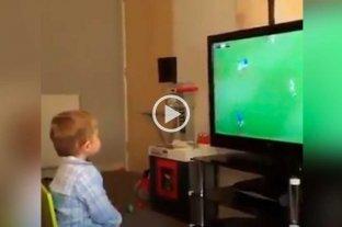 El hincha de fútbol más pequeño y tierno del mundo