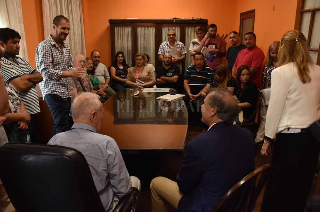Un momento de la reunión de los damnificados en Defensoría del Pueblo Crédito: Guillermo Di Salvatore