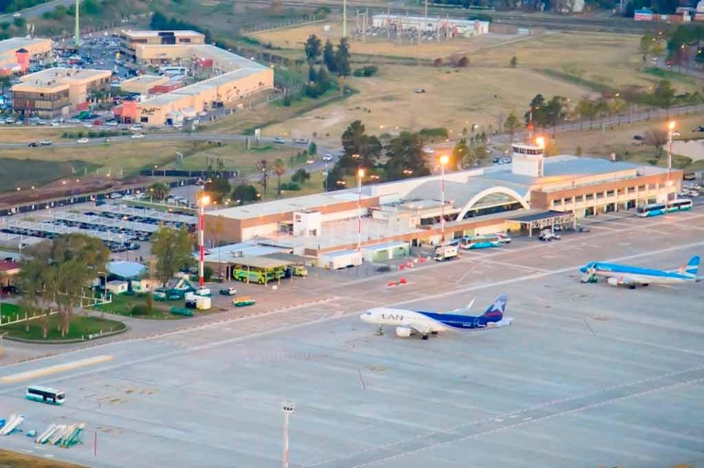 NÚMEROS EN POSITIVO. Pese a la crisis y el aumento de precio de los pasajes, el Aeropuerto de Rosario cerró el 2018 con números aún positivos: el tráfico aéreo de pasajeros creció un 18 por ciento al año pasado. <strong>Foto:</strong> Gentileza