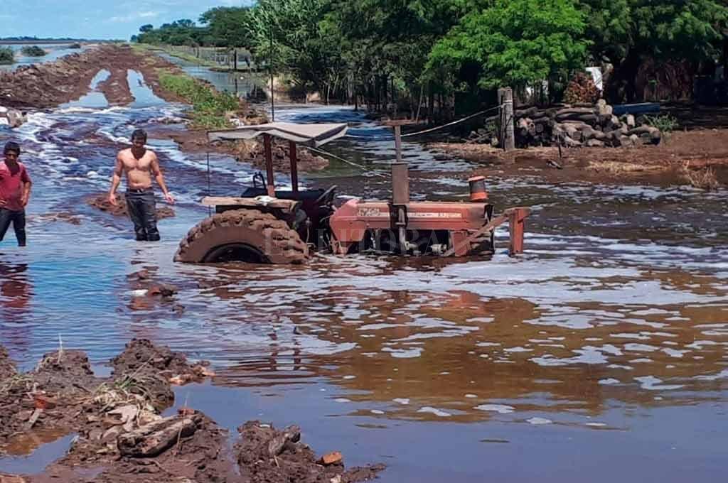 En algunos parajes, se vivieron momentos de desesperación ante el avance de las aguas. <strong>Foto:</strong> Gentileza