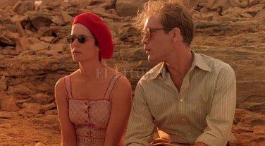 """Miradas sobre el amor  - Debra Winger y John Malkovich en """"Refugio para el amor"""" (1990). En España se difundió con el título """"El cielo protector"""", más cercano al original inglés, y de donde proviene el título de la edición 2018 del ciclo. -"""