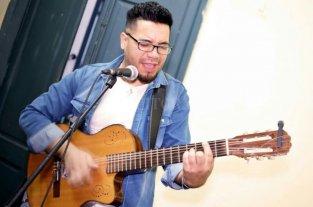 Taller y peña folclórica junto al río - La música en vivo estará a cargo del multinstrumentista Nico Barrios (foto), junto a Ariel Mendieta, en batería; Mauricio Acuña, en guitarra, y Brian Henny, en bajo.  -