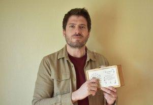 Fabricará juguetes inspirados en la obra de María Elena Walsh  - El emprendedor Germán Bertinat decidió apostar al dictado de su pasión y creo su propia línea de juguetes artesanales. -