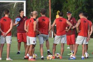 """""""Con lo que hay jugamos 4-2-4, no 4-4-2"""" - De frente y al frente. Julio Comesaña quiere un equipo protagonista, que salga a ganar en todas las canchas, eso es lo que trata de inculcarle a sus jugadores."""