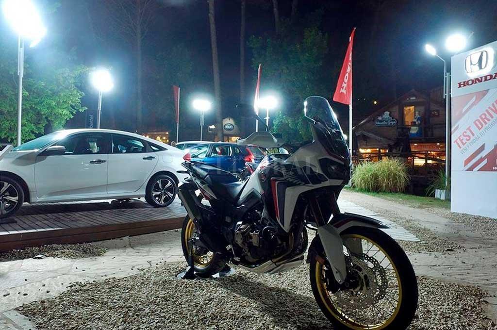 Honda, con autos y motos