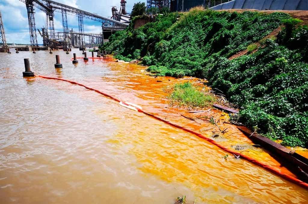 Nueva contaminación de Bunge y Buyatti en el Río Paraná -  -