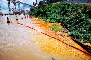 Se derramaron mil toneladas de aceite en el río Paraná -  -