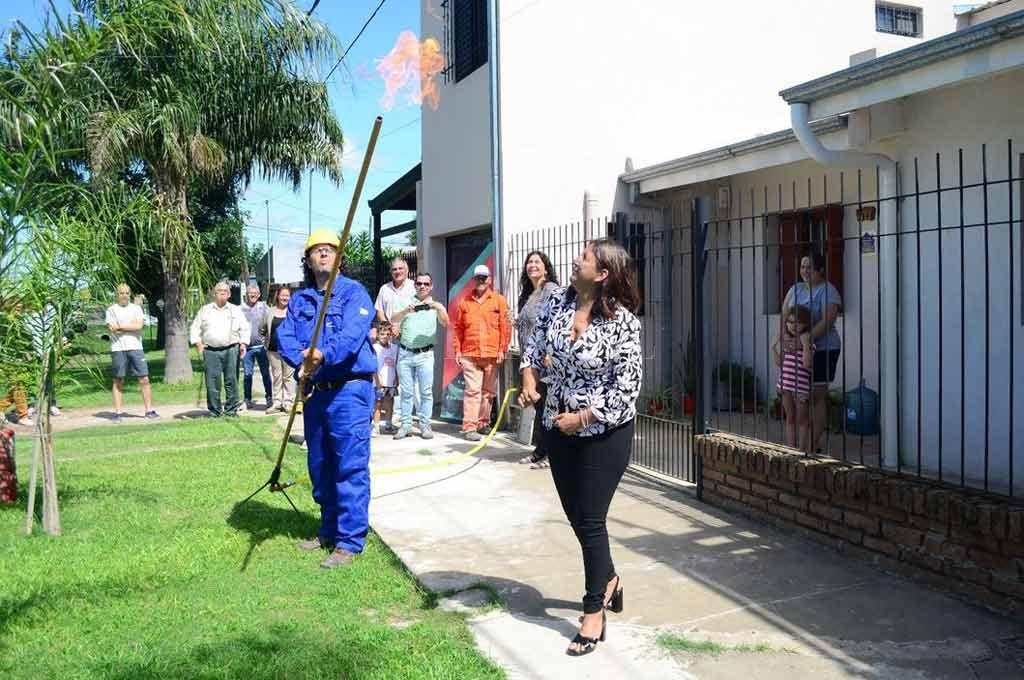 Más calidad de vida. La ampliación de la cuarta etapa de la red de gas natural en vecinal General Paz, fue habilitada por la intendenta Daniela Qüesta.  Crédito: El Litoral