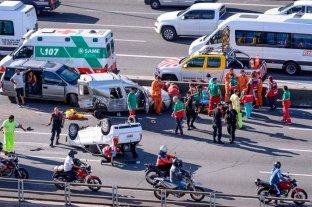 Impresionante vuelco dejó ocho heridos en la ciudad de Buenos Aires -  -