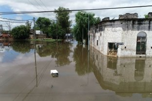 El arraigo de los inundados, la otra cara de la creciente del río Uruguay - En la esquina de calle Roque Sáenz Peña y Lamadrid, vive Humberto Ferrer hace 69 años. -