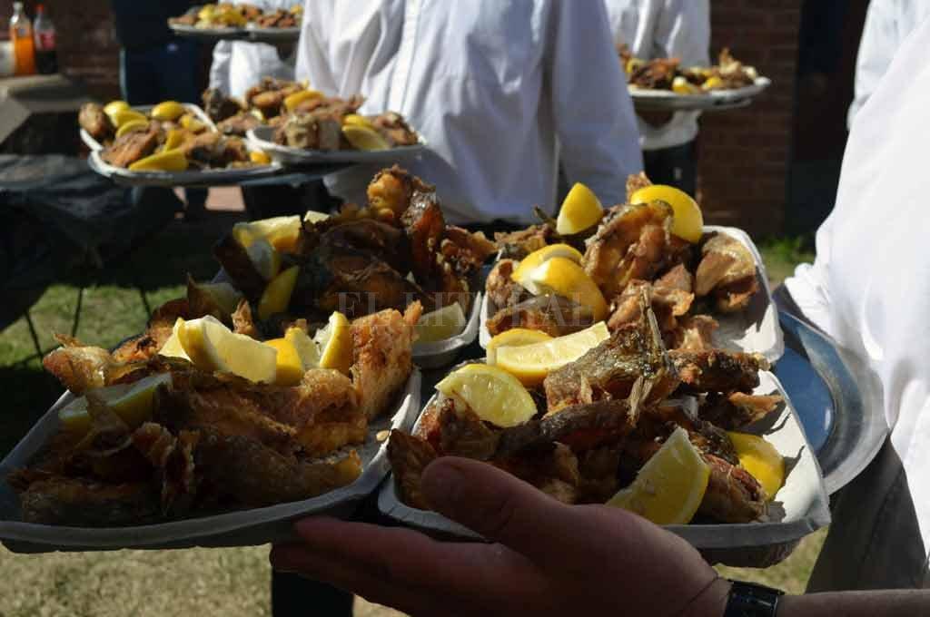 A ORILLAS DEL RÍO CALCHINES. A lo largo de la jornada se ofrecerá gastronomía típica: pescado frito, empanadas, sábalo a la parrilla y otras exquisiteces costeras.  <strong>Foto:</strong> Archivo El Litoral