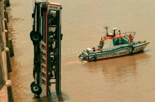 A 20 años de la caída del colectivo Etacer al río Colastiné -  -