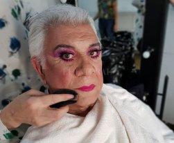 El regreso de la Señora Princesa - Raúl Lavié, durante su proceso de transformación en Zazá, la veterana estrella del show en Saint-Tropez, en un trabajo excepcional. -