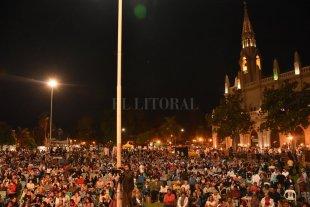 El folclore está de fiesta - El público renovó la tradición y se reencontró con los artistas con el imponente marco de la basílica de Guadalupe. -