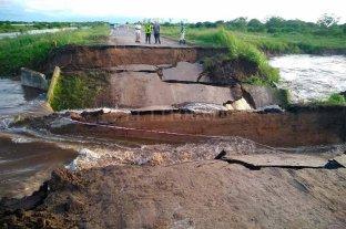 Ruta 1: evalúan instalar un puente Bailey donde se hundió el pavimento