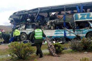 Al menos 22 muertos y 37 heridos en un choque frontal de autobuses en Bolivia