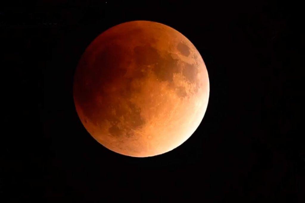 """Esta noche se verá en Santa Fe la """"Superluna de sangre"""""""