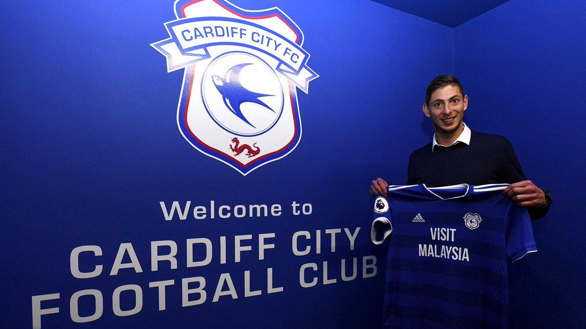 Con su nuevo club. La tradicional foto del Twitter oficial de cada club: Emiliano Sala ya es refuerzo del Cardiff City de Gales en la Premier League.  Crédito: Twitter