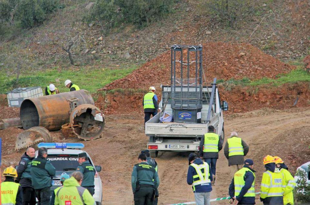 Avanza el túnel para alcanzar al niño que cayó en un pozo en España