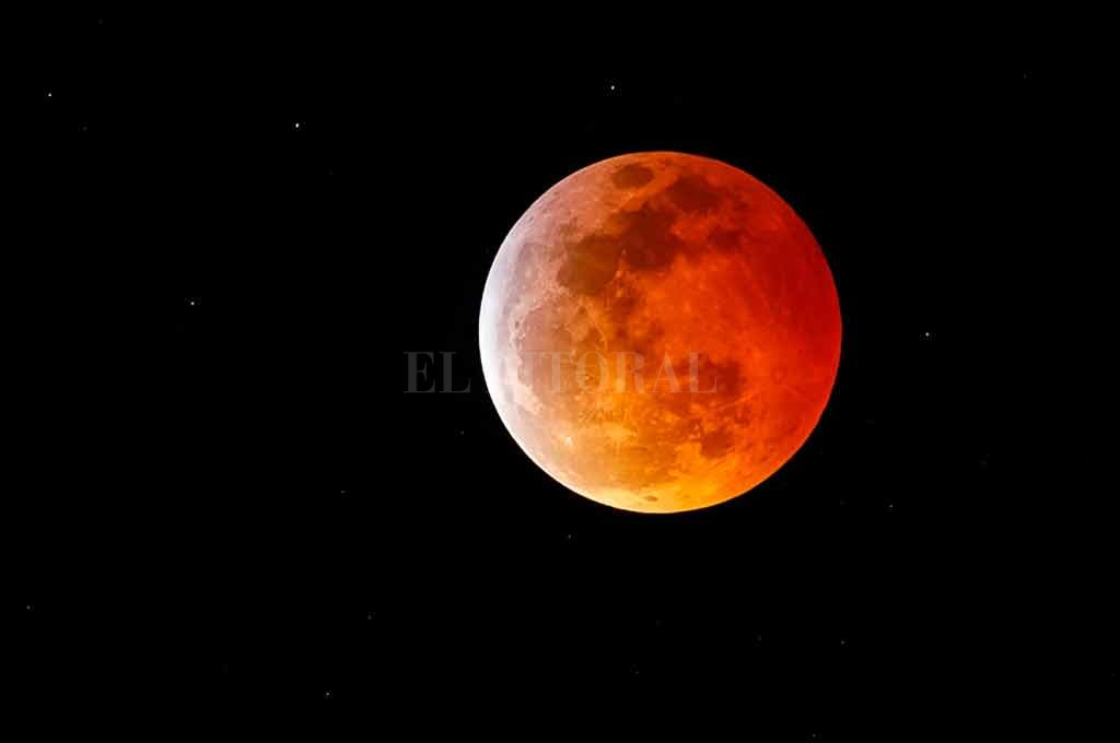 """Las mejores fotos y el minuto a minuto de la """"Superluna de sangre"""""""