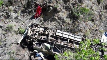 Bolivia: Cuatro argentinos murieron al desbarrancar un colectivo