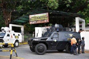 Movilizan a policías en Venezuela ante un supuesto levantamiento de militares contrarios a Maduro