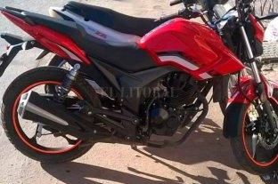"""Ladrones de motos anduvieron """"de shopping"""" en barrio El Pozo - Uno de las víctimas de los robos compartió la imagen del vehículo a través del WhatsApp -"""