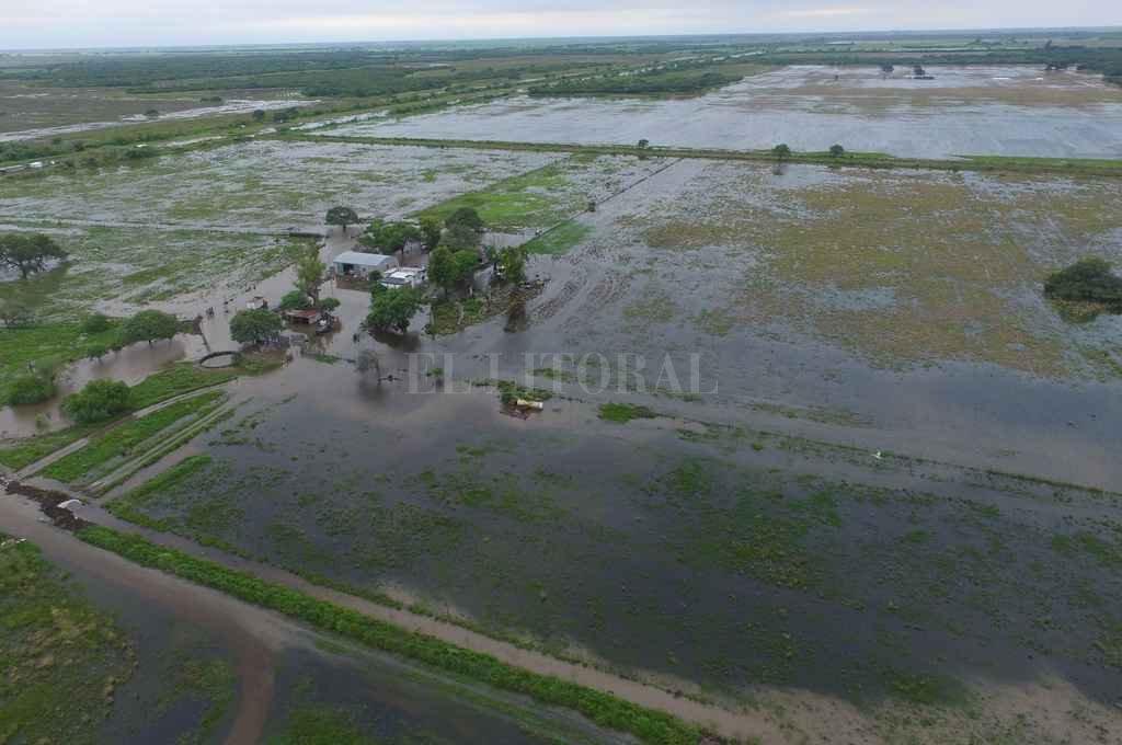 El diluvio que inundó los campos del noroeste de Santa Fe, lentamente escurre hacia el sur a través de los Bajos Submeridionales y la cuenca del Salado. Crédito: Archivo El Litoral