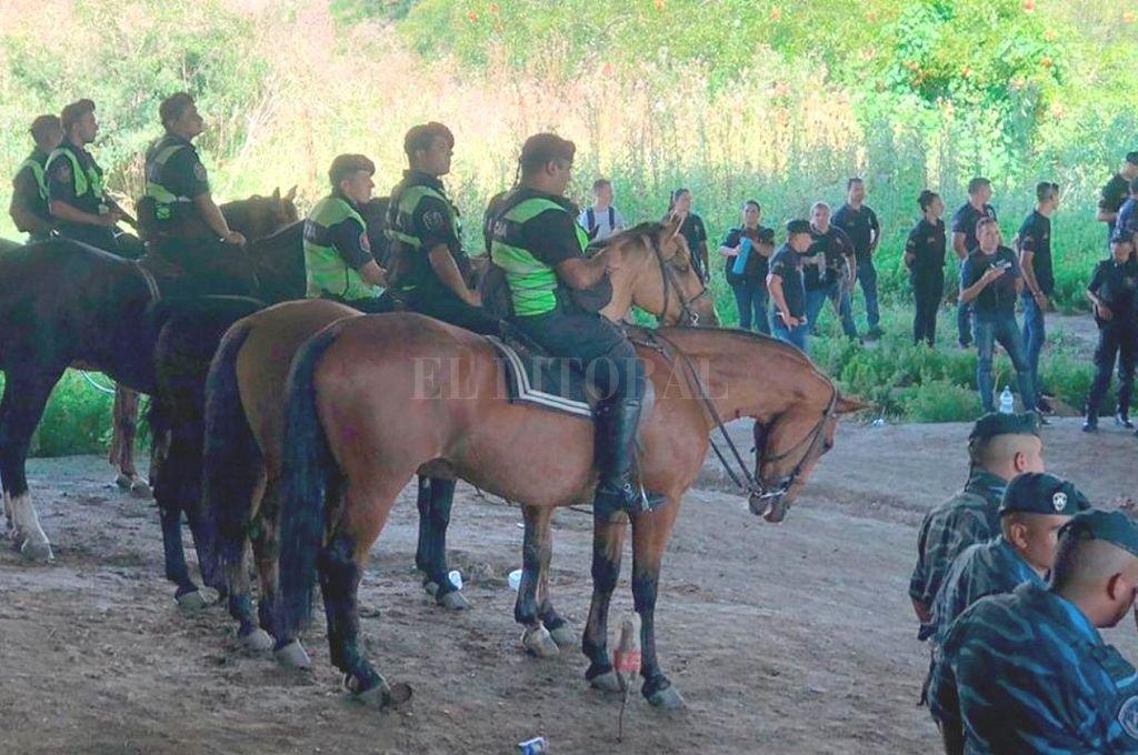 Unos 200 policías realizaban rastrillajes en City Bell. <strong>Foto:</strong> Captura digital