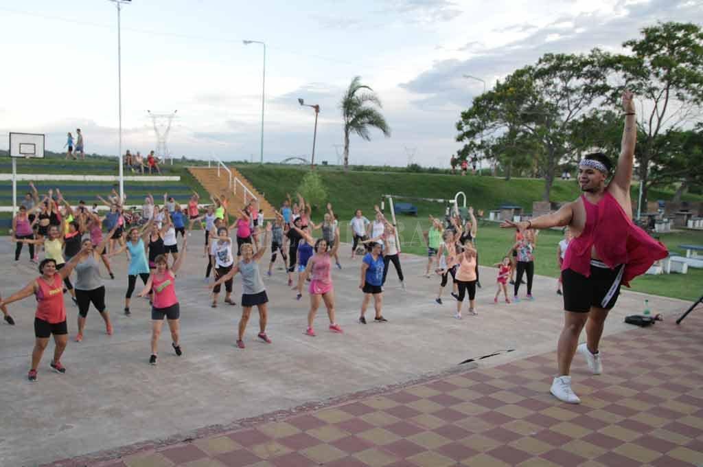 Santo Tomé: los ritmos latinos  convocan a cientos de personas