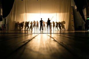 """Ciclos La Marta de Verano  - En la función, se podrá ver en """"un juego coreográfico cómo el cuerpo se sumerge en esos estados complejos y específicos de las técnicas puras modernas y contemporáneas"""". -"""