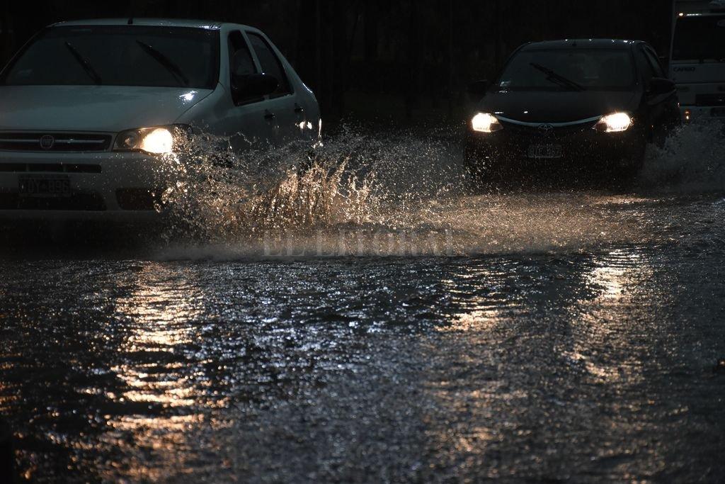 La tormenta inundó rápidamente las calles de la ciudad. Crédito: Guillermo Di Salvattore