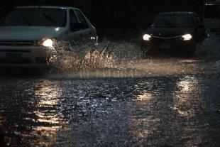 Temporal: qué barrios están sin energía en el área metropolitana - La tormenta inundó rápidamente las calles de la ciudad. -