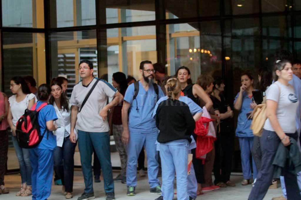 Colapsó parte del techo del Cemafe y debieron evacuar a los pacientes -  -