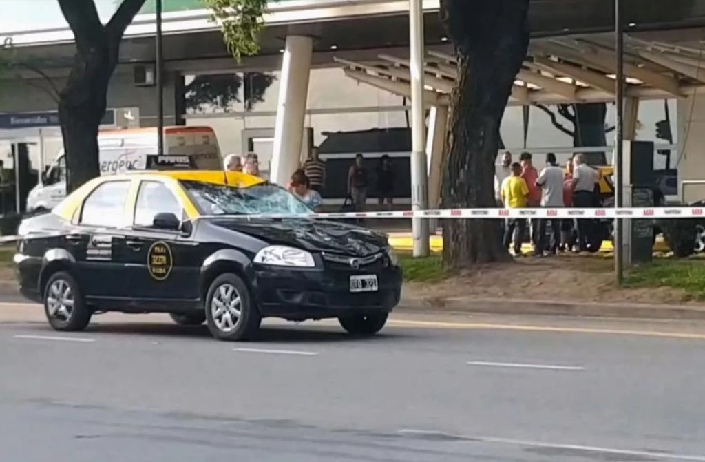 Accidente en Aeroparque: Un taxi atropelló y mató a una adolescente