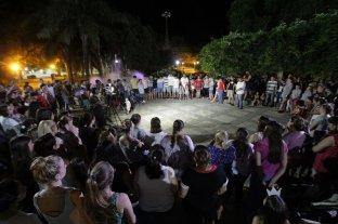 La Cancillería solicitó a Francia e Inglaterra que no dejen de buscar el avión de Sala - En Progreso, la comunidad vive momentos de mucha angustia esperando novedades de Emiliano. -