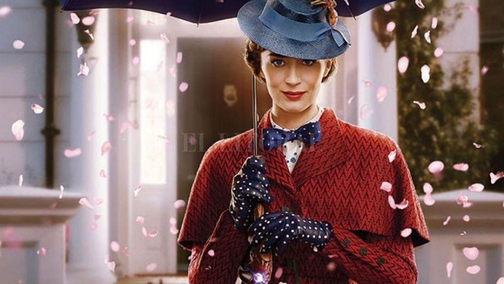 Emily Blunt recupera el espíritu de Julie Andrews, cuando Mary Poppins debe volver para ayudar a los hermanos Banks, hoy adultos. Gentileza Walt Disney Studios
