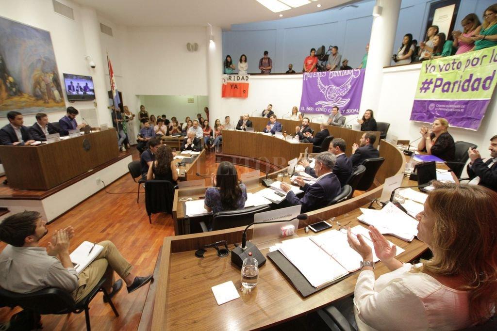 En el Concejo ya hubo sendas acciones institucionales que dieron cuenta del reconocimiento de la igualdad de género. Ahora, dos ediles insistirán en un protocolo sobre violencia en el trabajo.  <strong>Foto:</strong> Archivo El Litoral