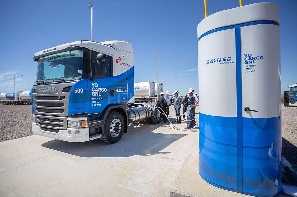 Ya circulan camiones a GNL. Sus dos tanques mantienen gas a una temperatura inferior a 160 grados. Logran una autonomía de 1.100 kilómetros. <strong>Foto:</strong> Gentileza