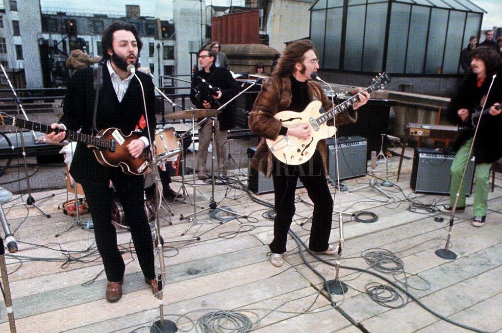 Fueron 42 minutos que constituyen un hito musical: el recital en la terraza de Apple Music fue el último brindado por The Beatles. <strong>Foto:</strong> Archivo Telam