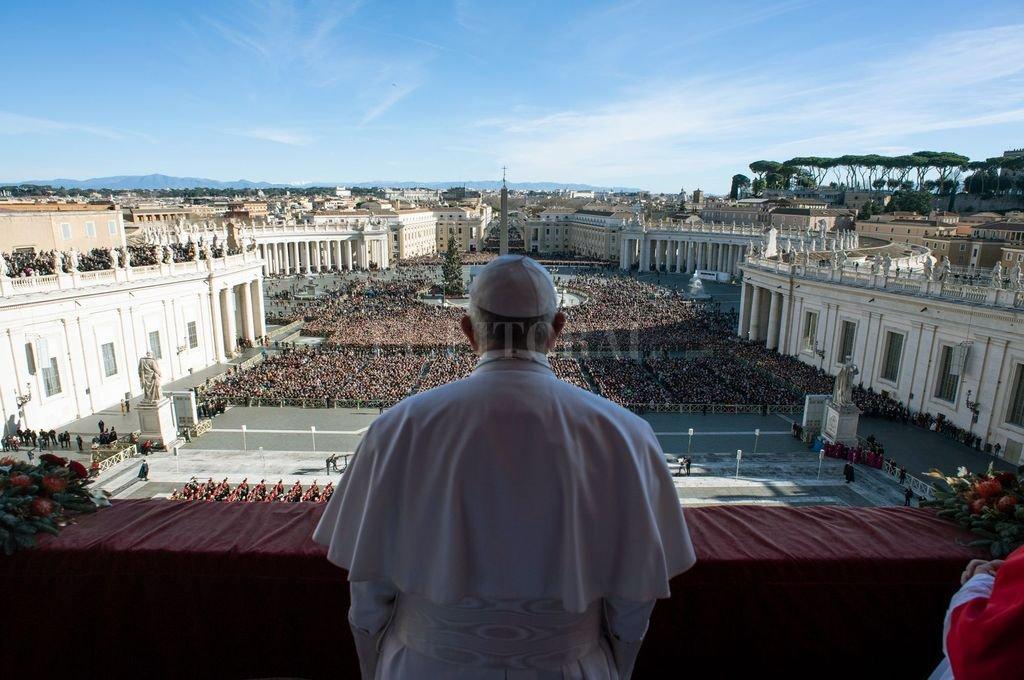 El Papa Francisco en el balcón de la Basílica de San Pedro. <strong>Foto:</strong> Archivo El Litoral