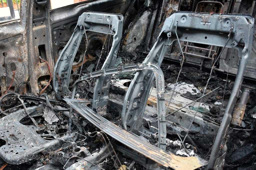 Una semana que se va, un nuevo auto quemado
