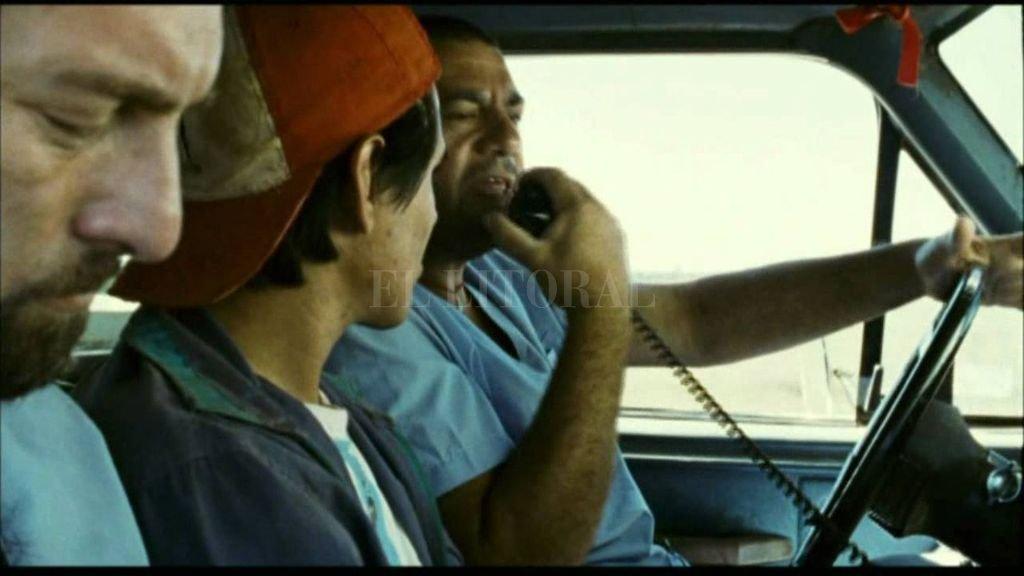 """""""El camino de San Diego"""": Tati, un misionero fanático de Maradona, atraviesa el país para darle una talla en madera a su ídolo. <strong>Foto:</strong> Gentileza Municipalidad de Santa Fe"""