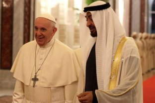 El papa ya está en los Emiratos Árabes y se reúne con gobernantes