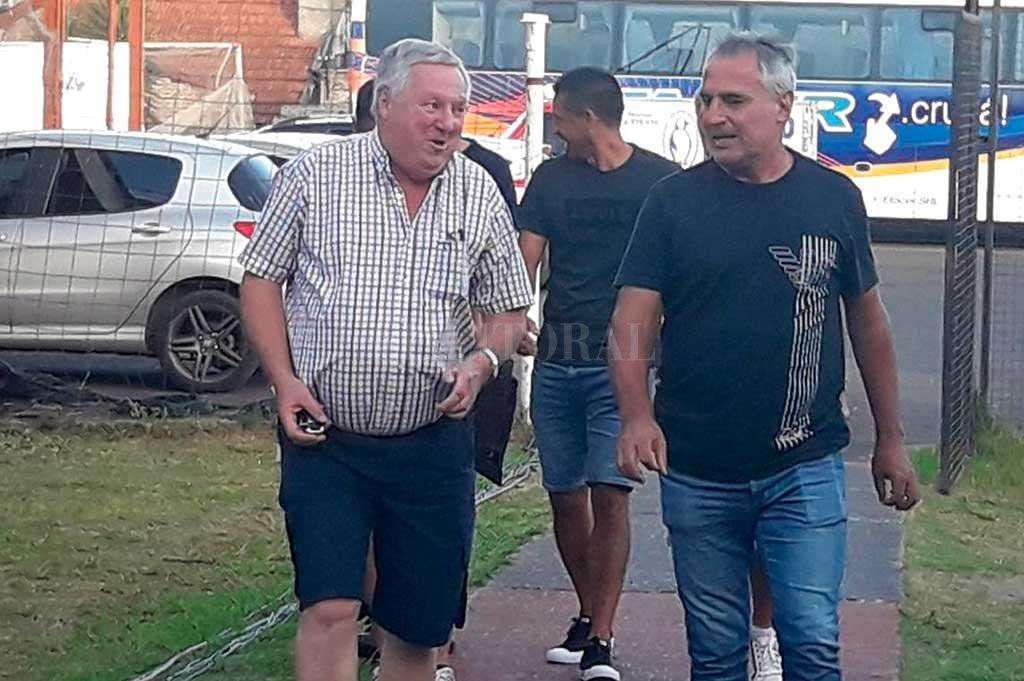 Leo Madelón en el momento de su arribo al Presbítero Grela para ver el encuentro entre Patronato y Atlético Tucumán, próximo rival de Unión en el 15 de Abril la semana que viene, luego de Independiente. Crédito: Gentileza.