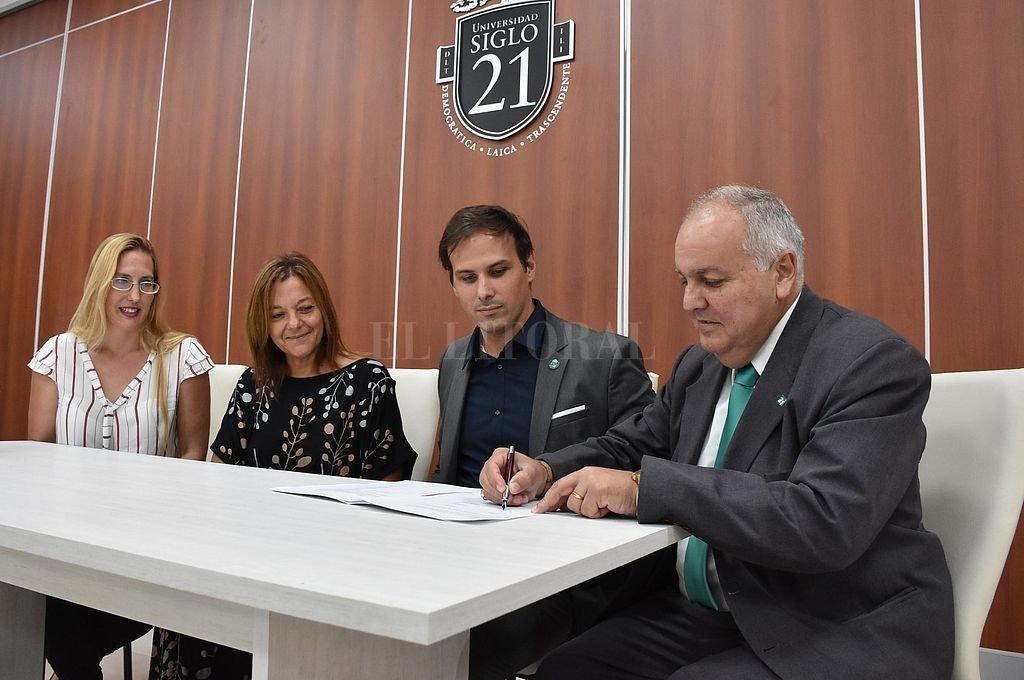 La Universidad Siglo 21 ofrece bonificaciones especiales a empleados municipales