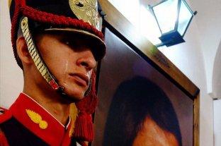 Un granadero se emocionó en un acto oficial al ver un retrato de San Martín